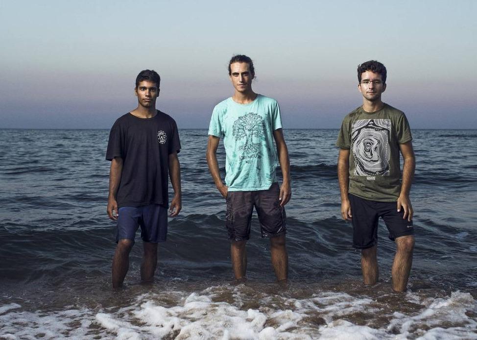 Los tres jóvenes activistas españoles. Fotografía: El País