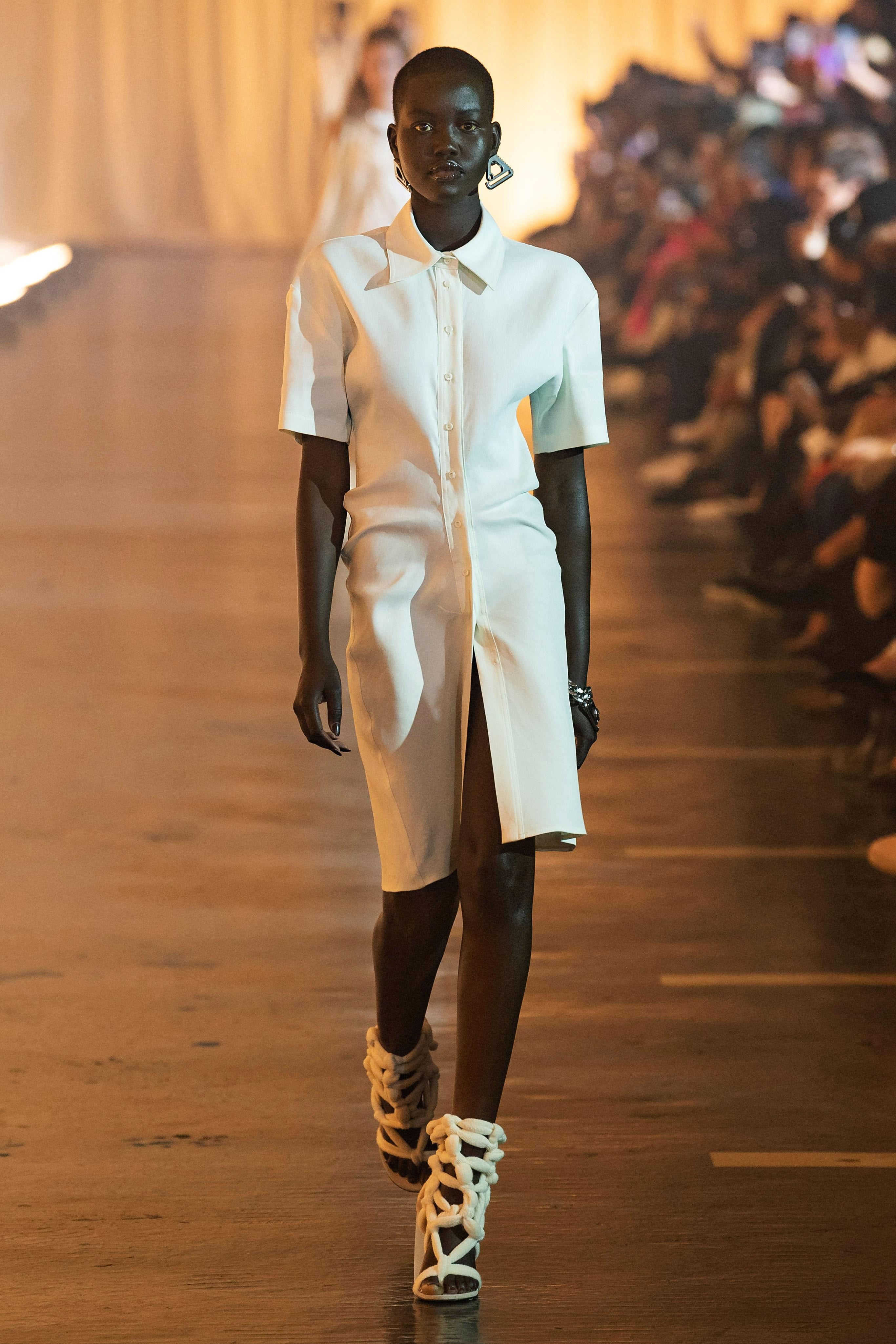 Off-White Womens 2020: Virgil Abloh presenta una colección femenina inspirada en cuerpos celestes