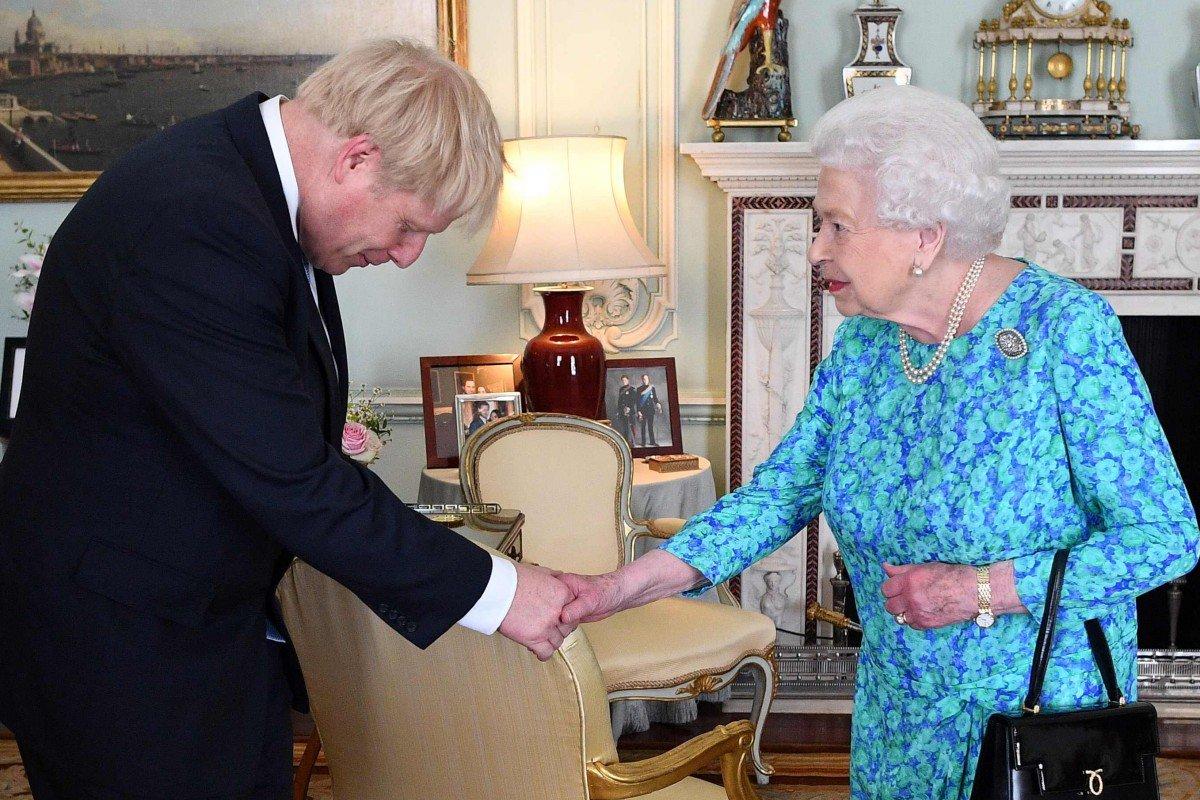 Boris Johnson podría haberle mentido a la Reina Isabel II para suspender el parlamento