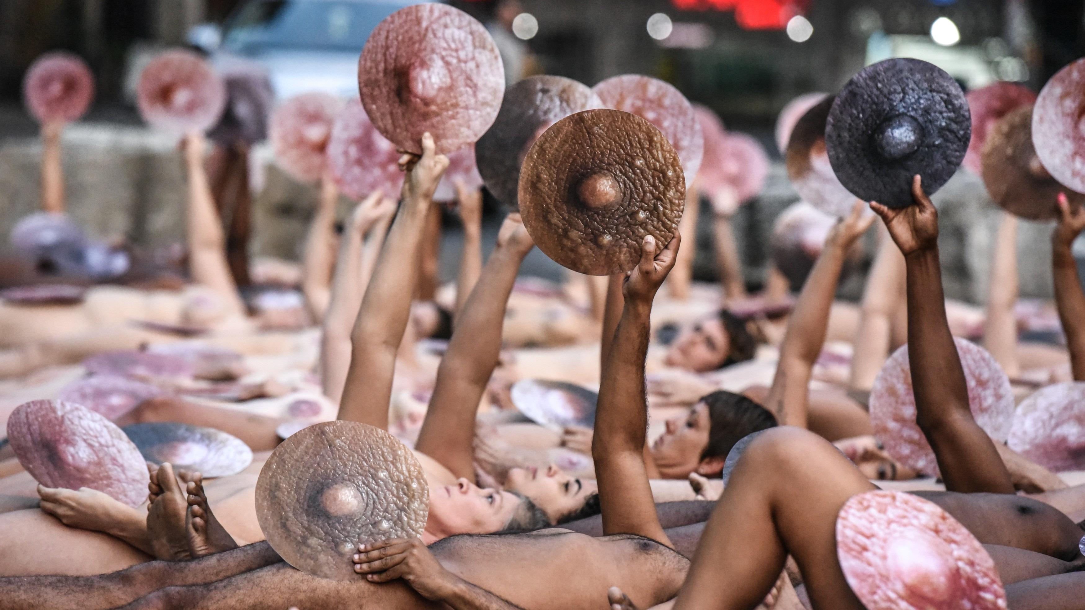 Activistas y artistas se reúnen con Instagram para discutir las políticas contra los desnudos