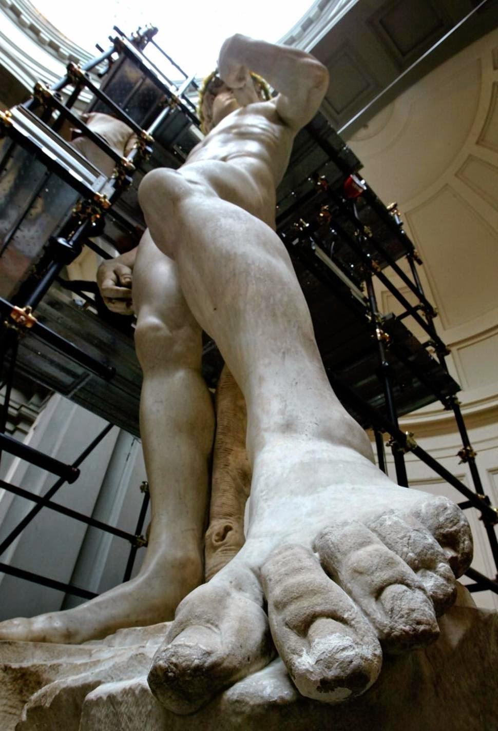 """El detalle del dedo del """"David"""", restaurado. Fotografía: From A Tuscan Hillside"""