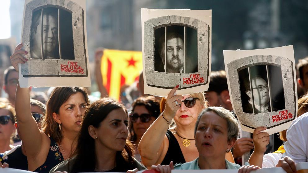 """Procés: Protestas en España tras fallo del TS que condena a prisión a líderes separatistas catalanes por """"sedición"""""""