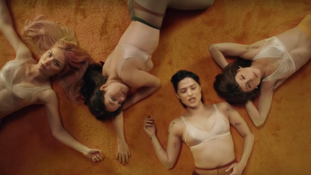 """""""I'm With the Band: Nasty Cherry"""": la serie de Charli XCX que muestra los inicios de la banda por Netflix"""