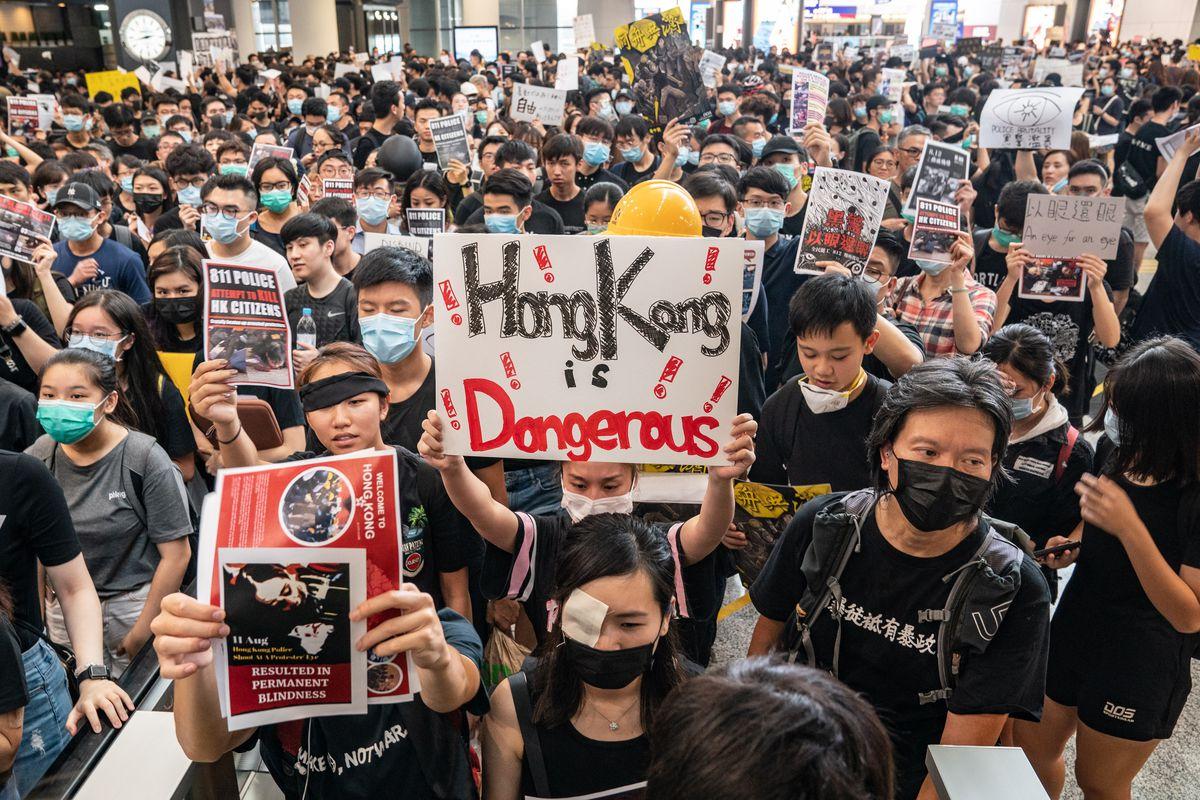 Hong Kong inicia período de recesión económica tras meses de protestas