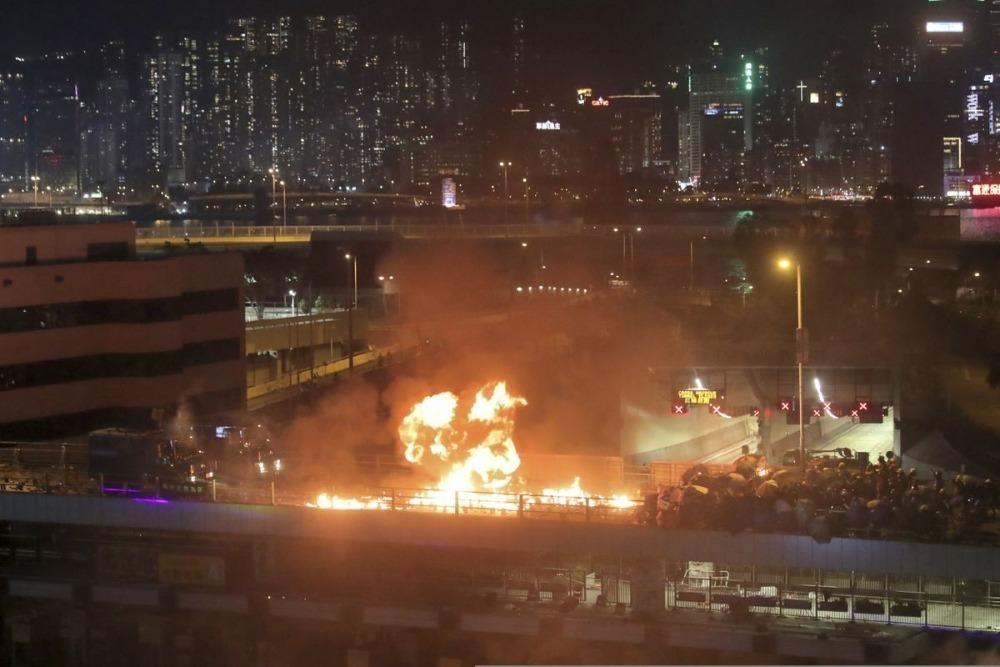 Hong Kong tuvo la batalla más brutal entre la policía y los manifestantes hasta ahora