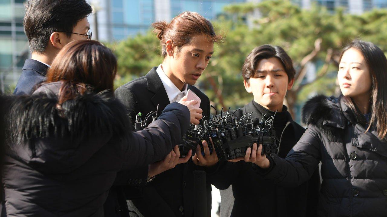Las estrellas K-pop Jung Joon-young y Choi Jong-hoon condenados a cárcel por violación