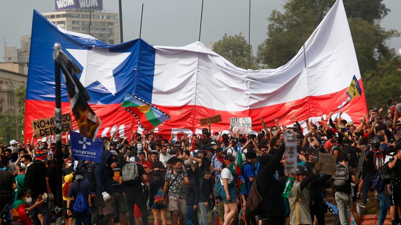 Crisis en Chile: Cinco claves para entender el declive de la economía con un dólar en constante alza