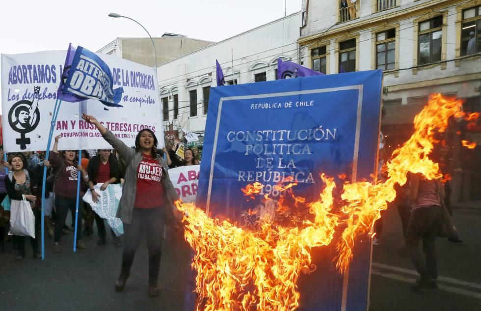 """Chile: Las claves para entender el proceso para la nueva constitución mediante un """"Congreso Constituyente"""""""