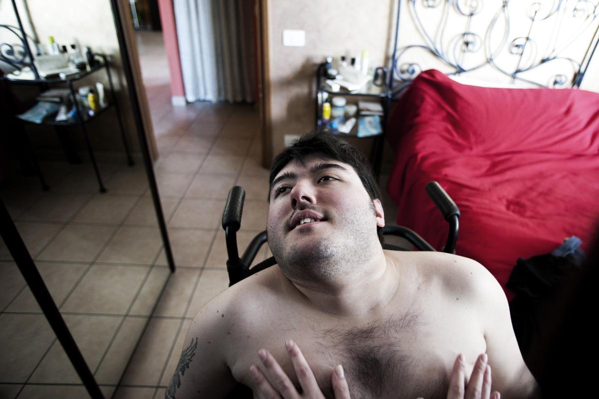 """Q&A con el fotógrafo Simone Cerio: """"Es común pensar que una persona discapacitada no puede tener una relación…"""""""