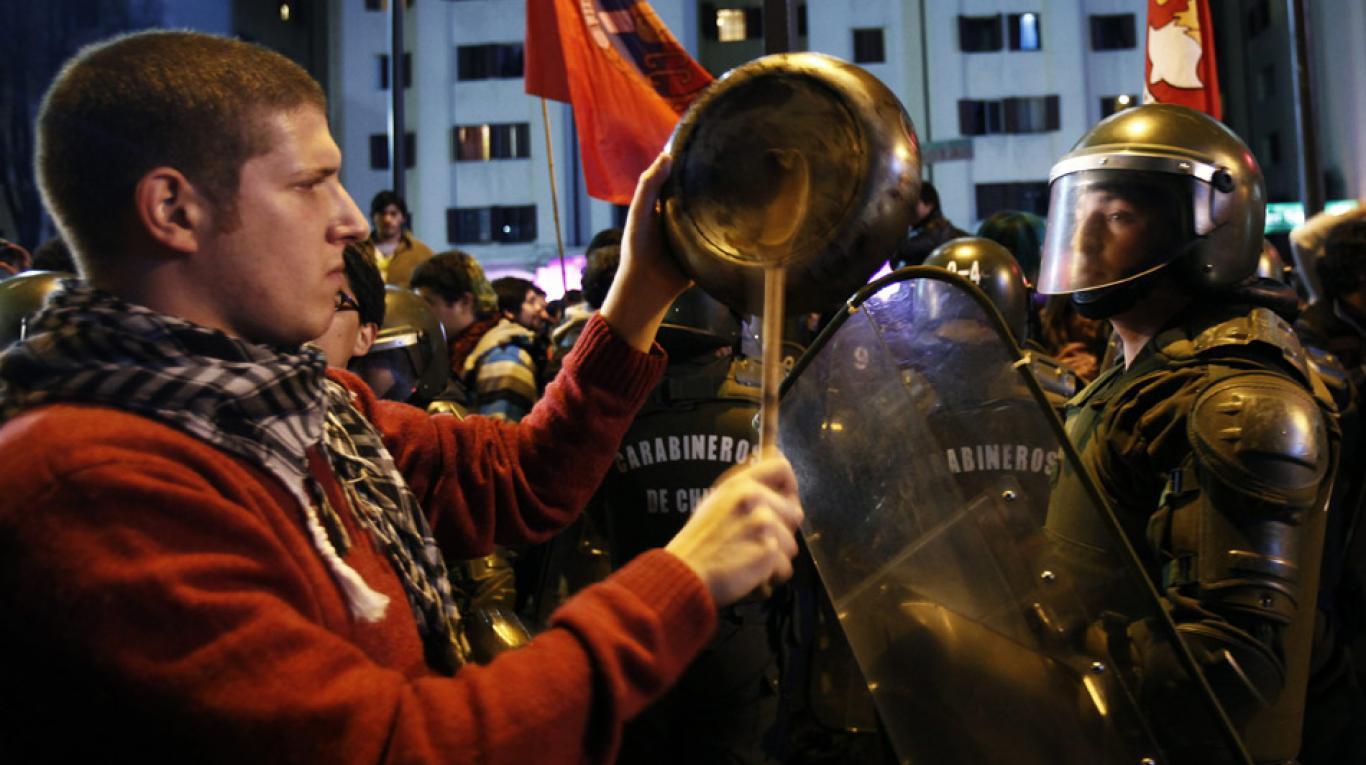 Chile: 57% de los jóvenes participaron en manifestaciones y caceroleos