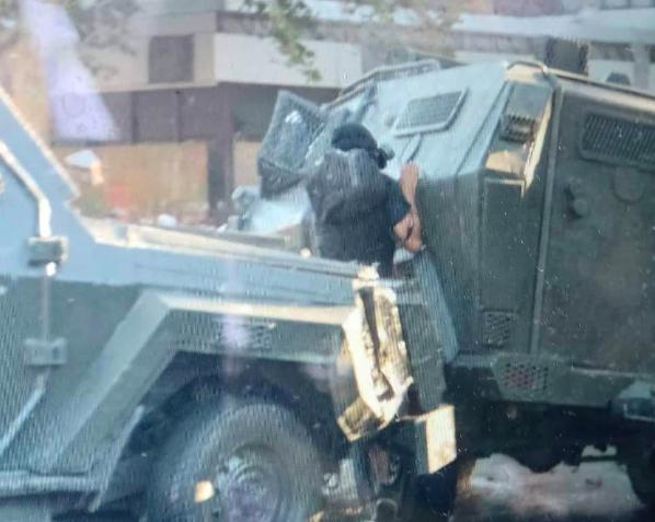 Crisis en Chile: Manifestante es aplastado por carros de Carabineros en medio de protestas