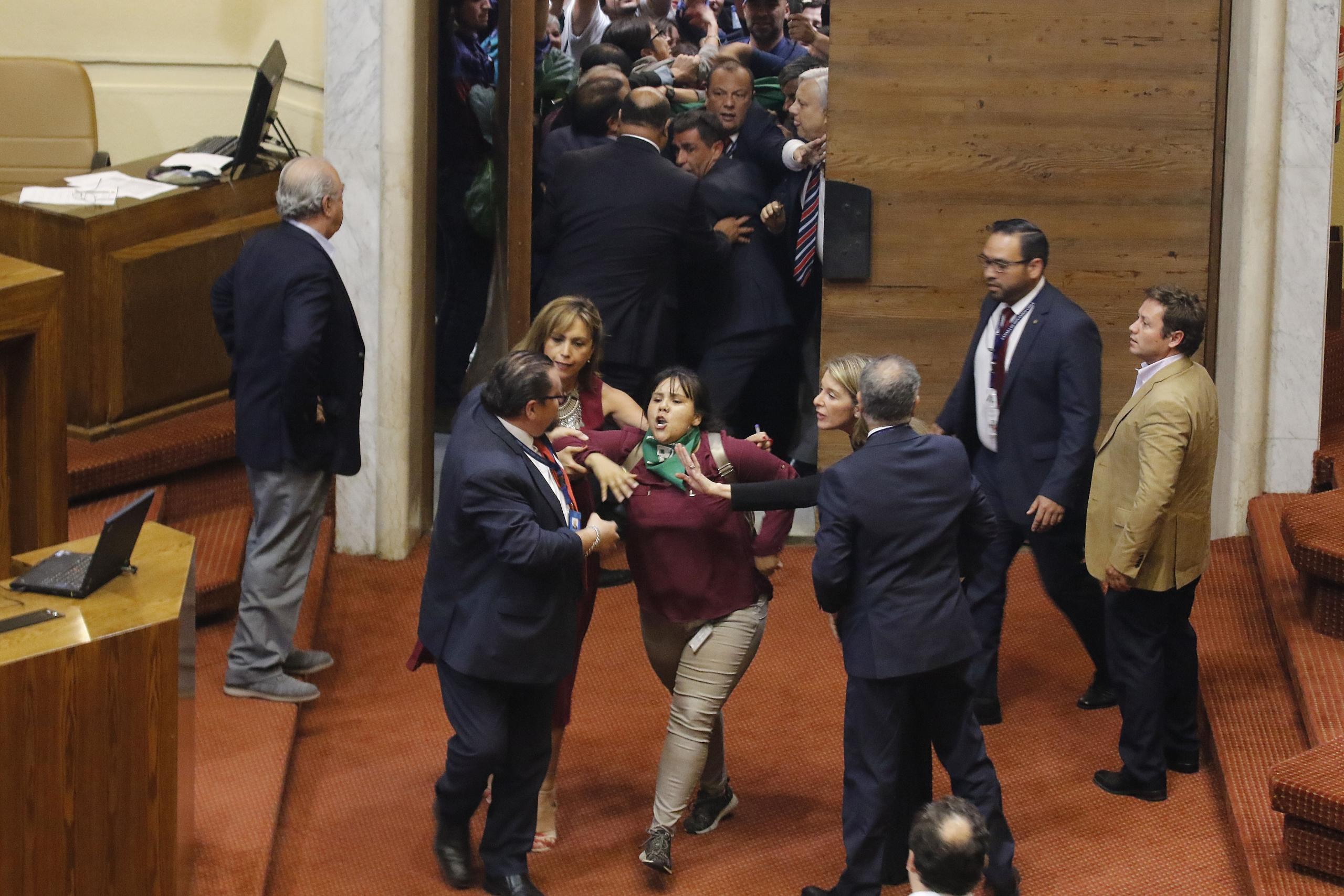 Chile: Cámara de Diputados rechaza paridad de género y participación indígena en nueva Constitución