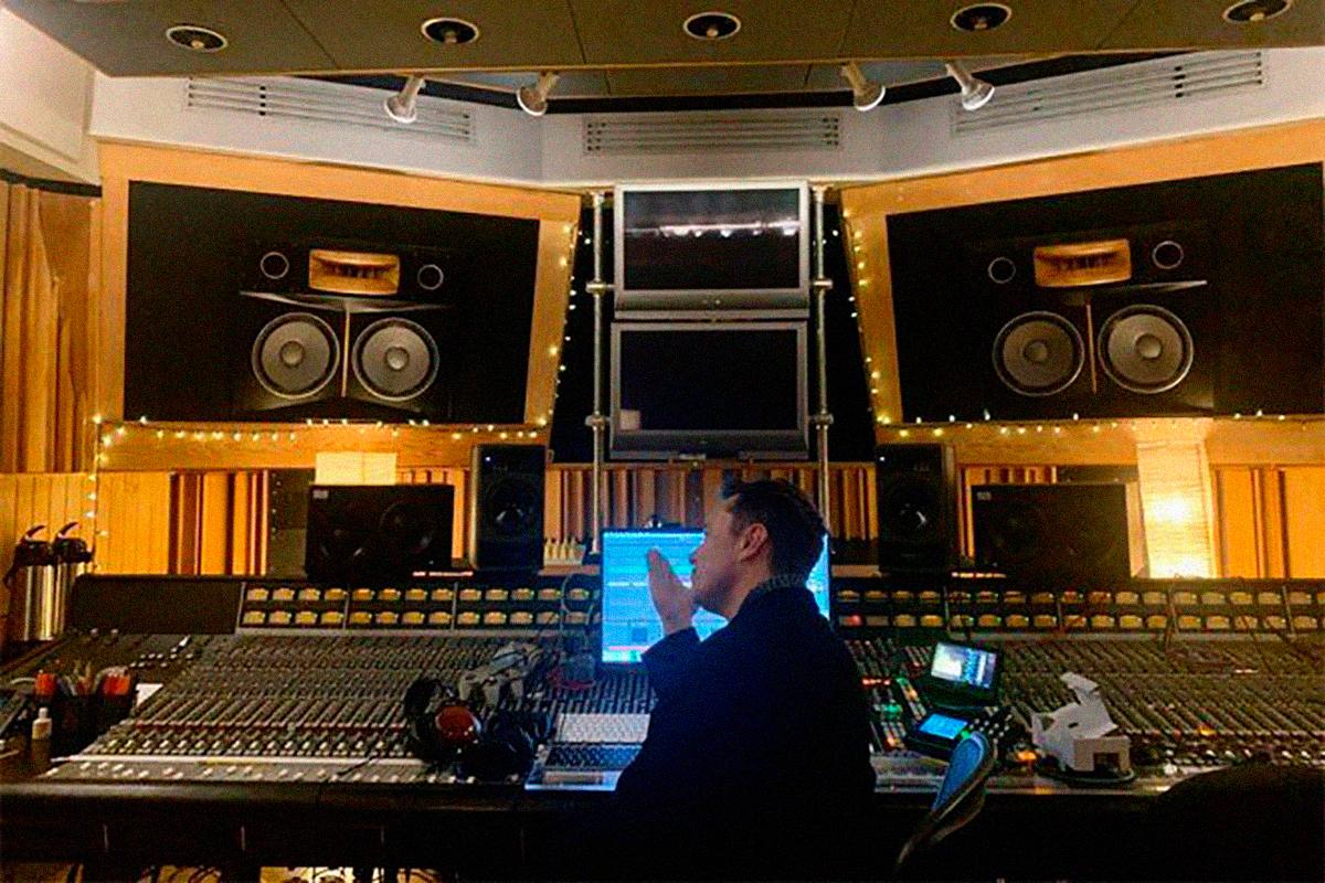 Elon Musk debuta en el mundo de la música con un nuevo tema EDM
