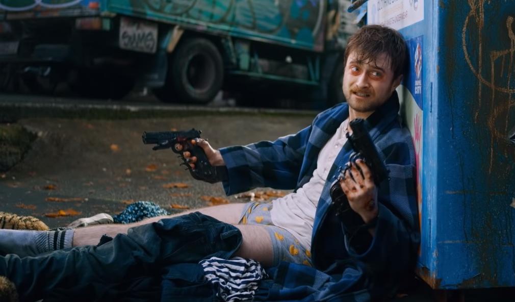 """""""Guns Akimbo"""": Daniel Radcliffe está atrapado en un juego mortal con manos de pistolas en este demente trailer"""