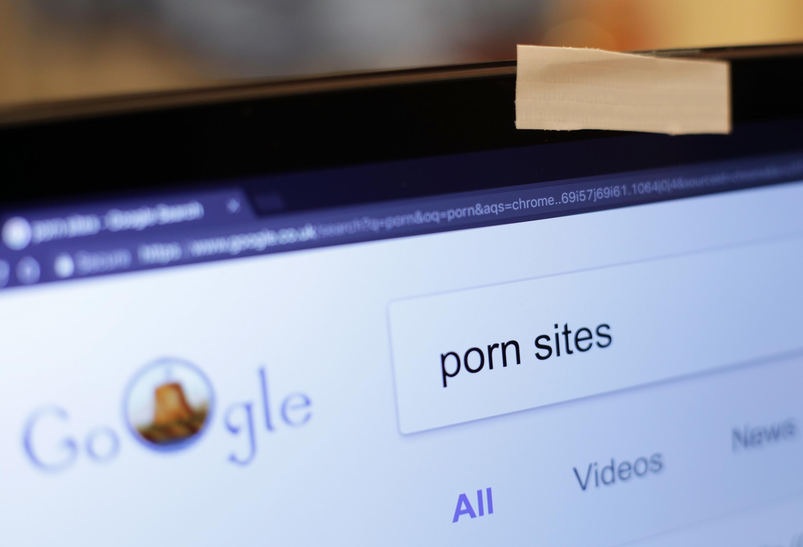 Estudio revela que la pornografía reconfigura el cerebro haciendo que perdamos madurez