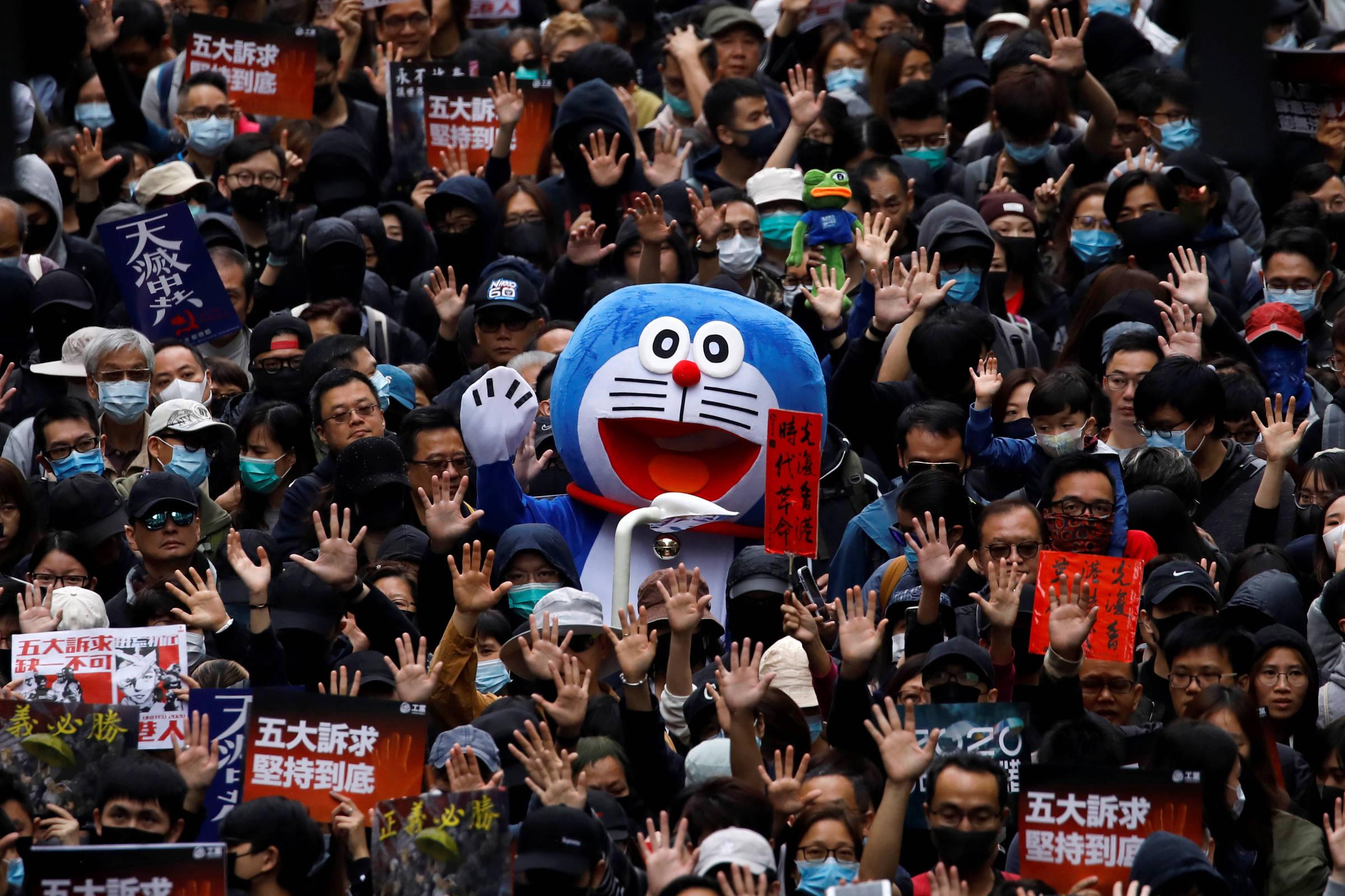 Hong Kong: Policía repele mega protesta de año nuevo de un millón de manifestantes a la fuerza
