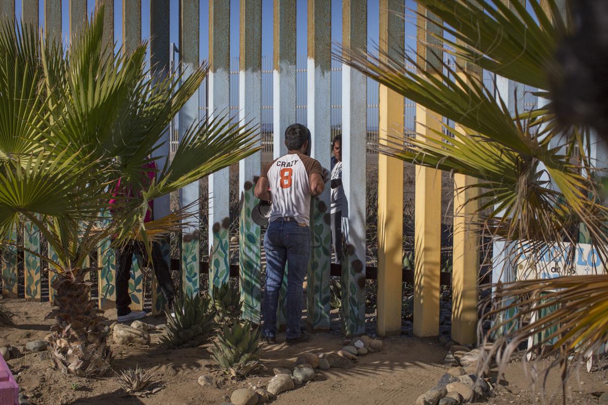 """Q&A con la fotógrafa Griselda San Martín: """"Migrar no se trata solo de cruzar una frontera, va mucho más allá"""""""