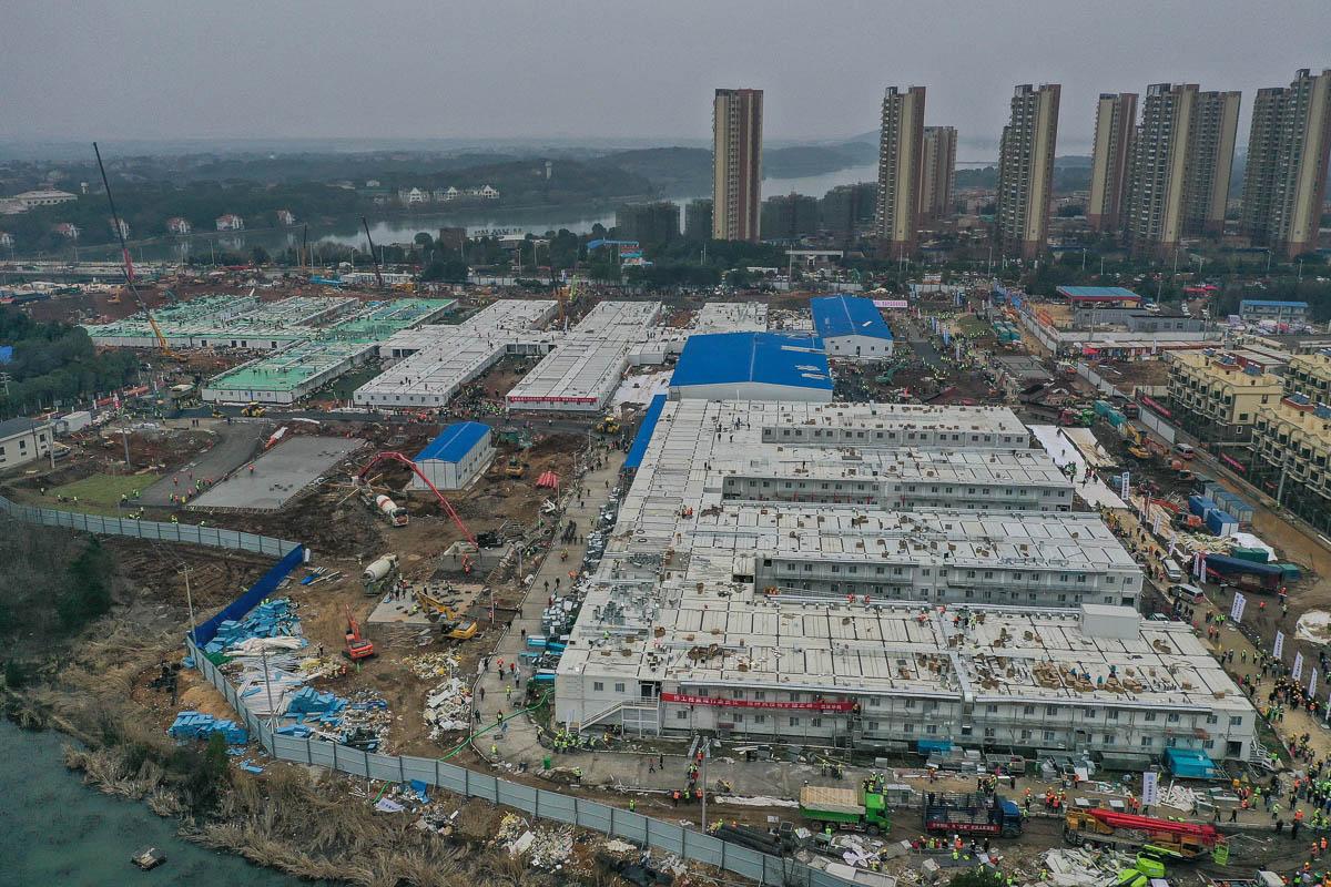 China: Ya está operando el hospital construido en 10 días para pacientes del coronavirus
