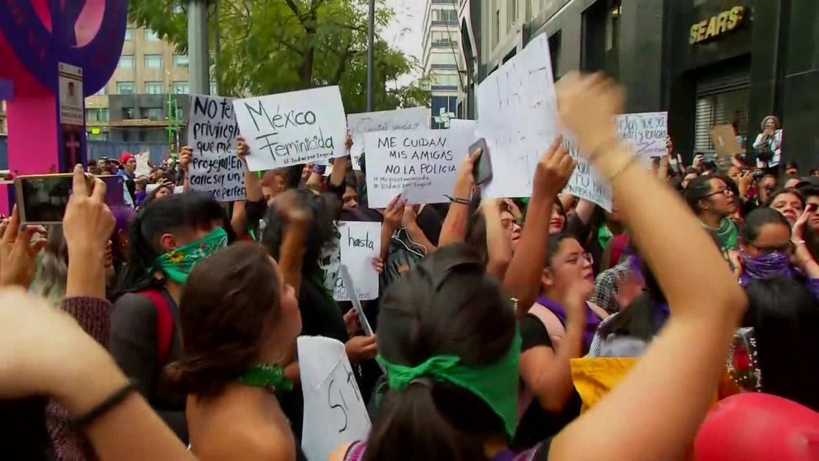 México: Mujeres van a paro nacional tras eliminación de ayudas sociales para mujeres y niñas