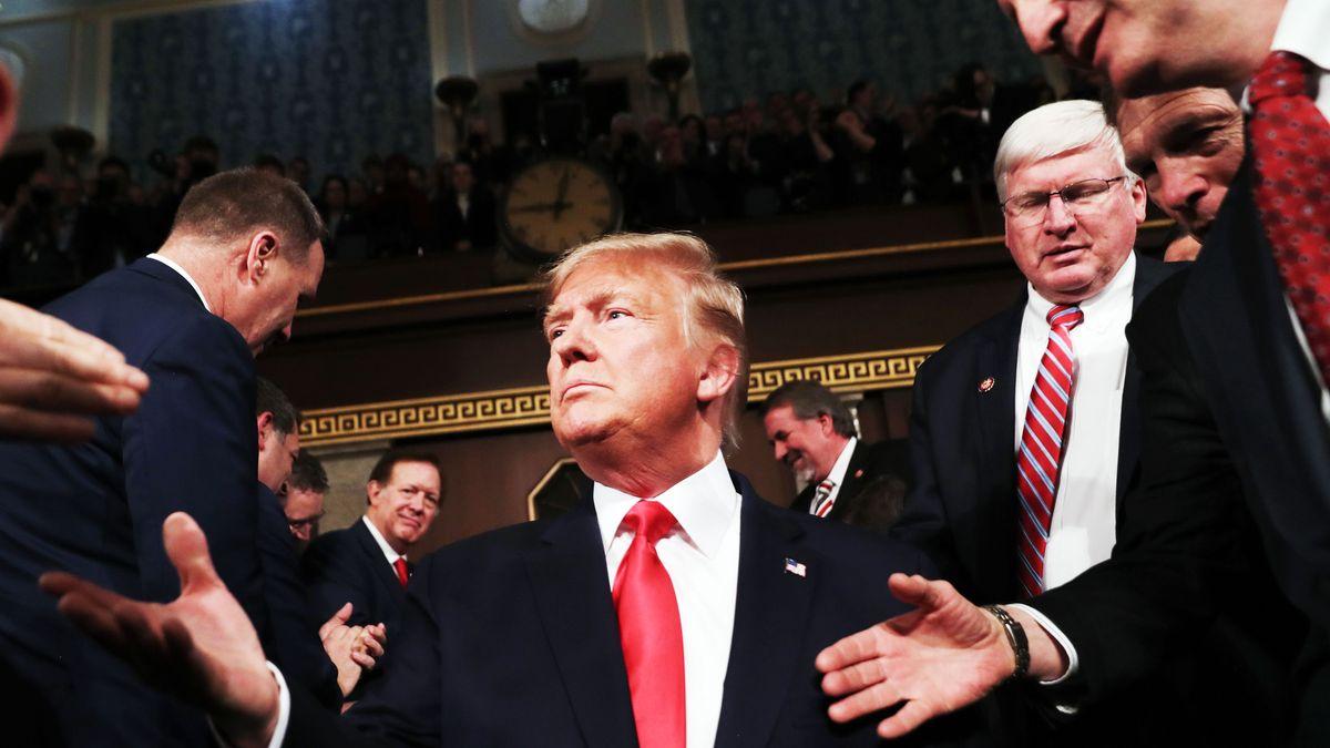 """El Senado estadounidense absuelve a Trump en ambos cargos del """"impeachment"""""""
