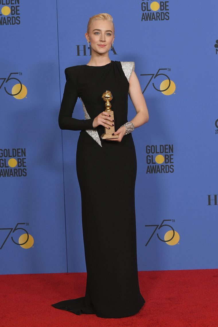 Saoirse Ronan en los premios Globos de Oro. Foto: Press