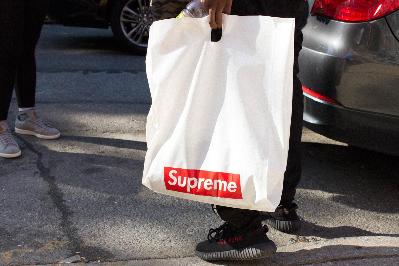 Comprar artículos de lujo y ropa cara te hace sentir miserable, según estudio
