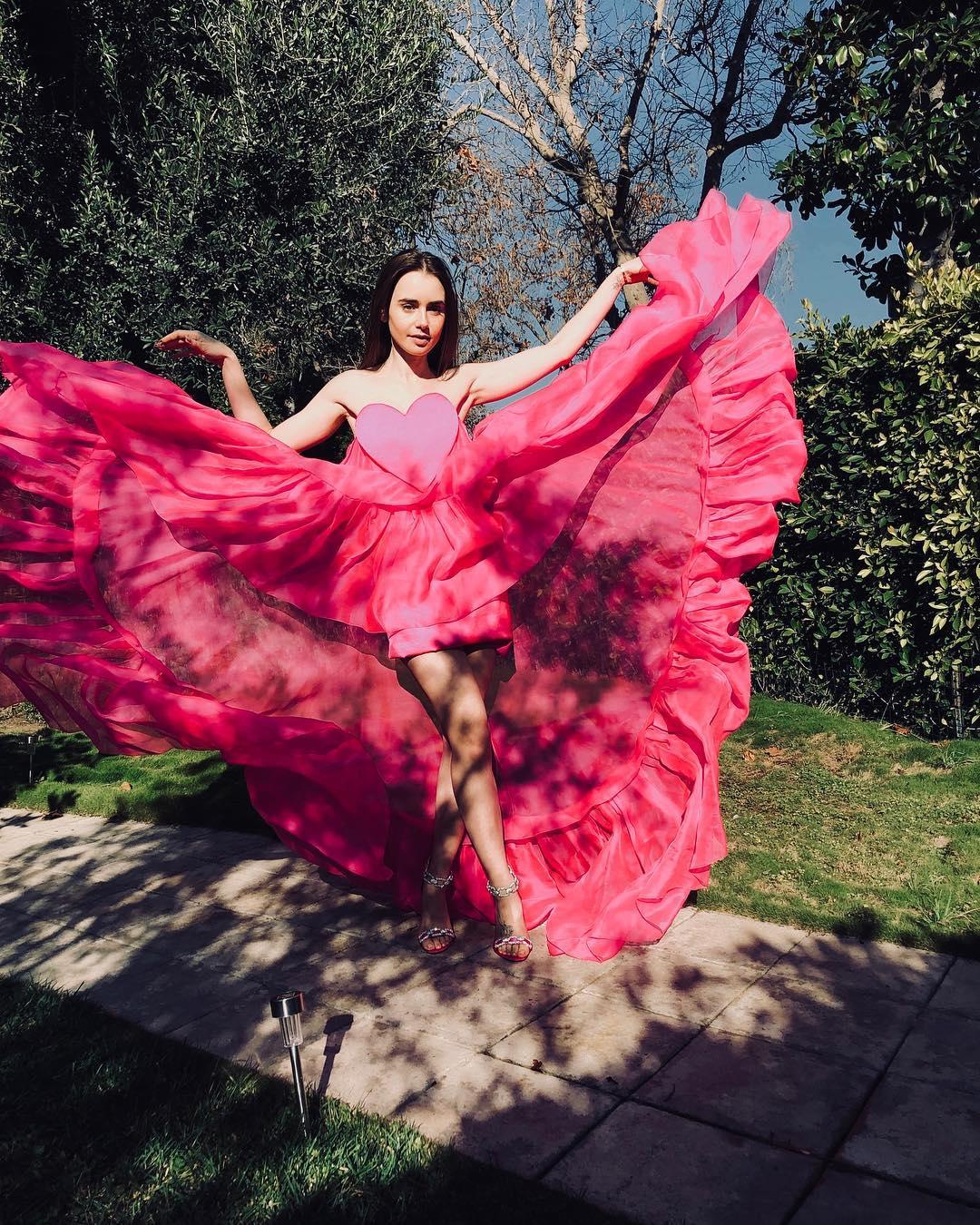 10 looks de Lily Collins que la convierten en una fashionista fiera y chic