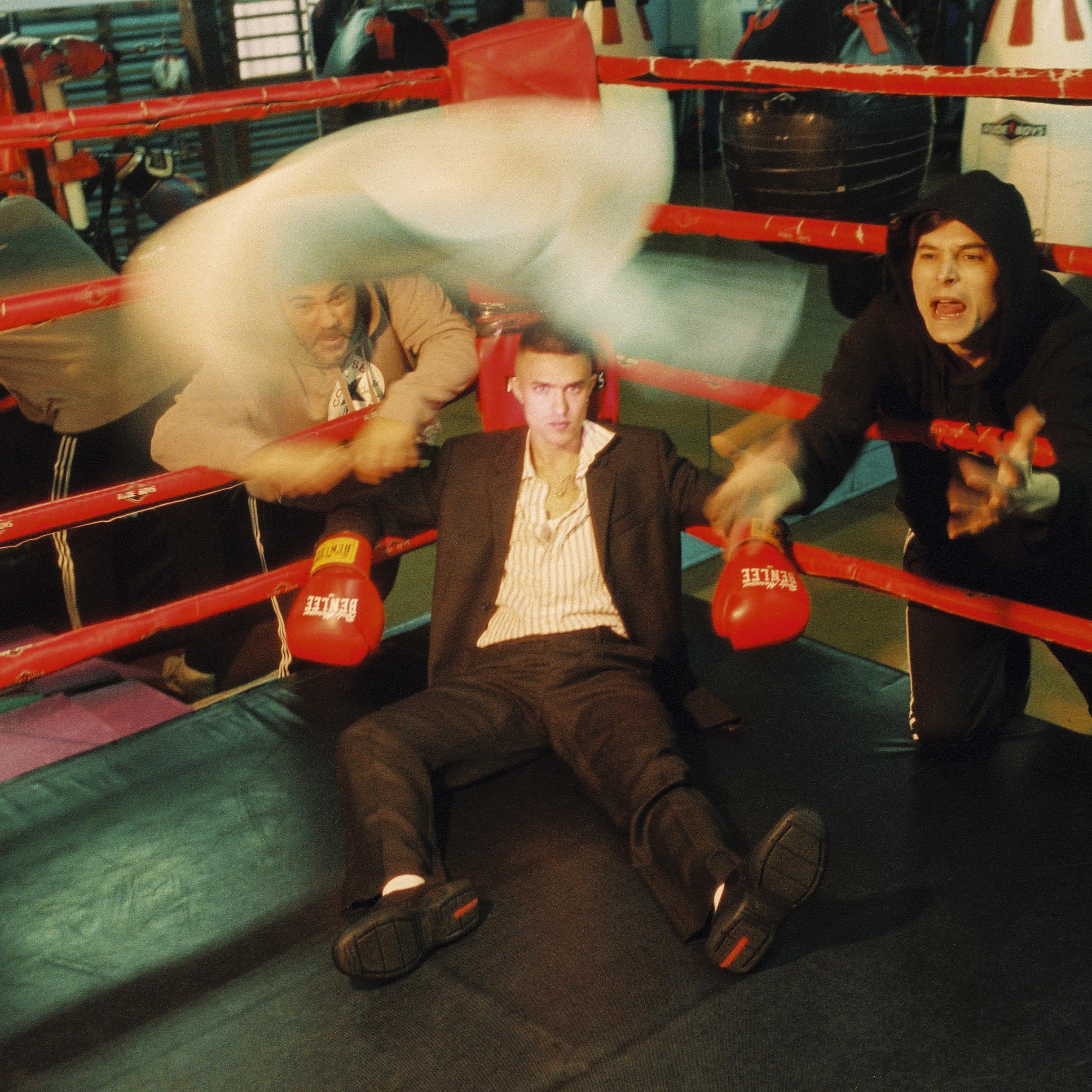 MOR.BO RIOT: ANTIFAN, el trío madrileño que le pone irreverencia al post-punk alternativo
