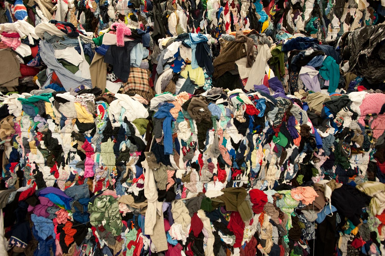 Una nueva ley francesa prohibirá la destrucción de ropa y artículos no vendidos