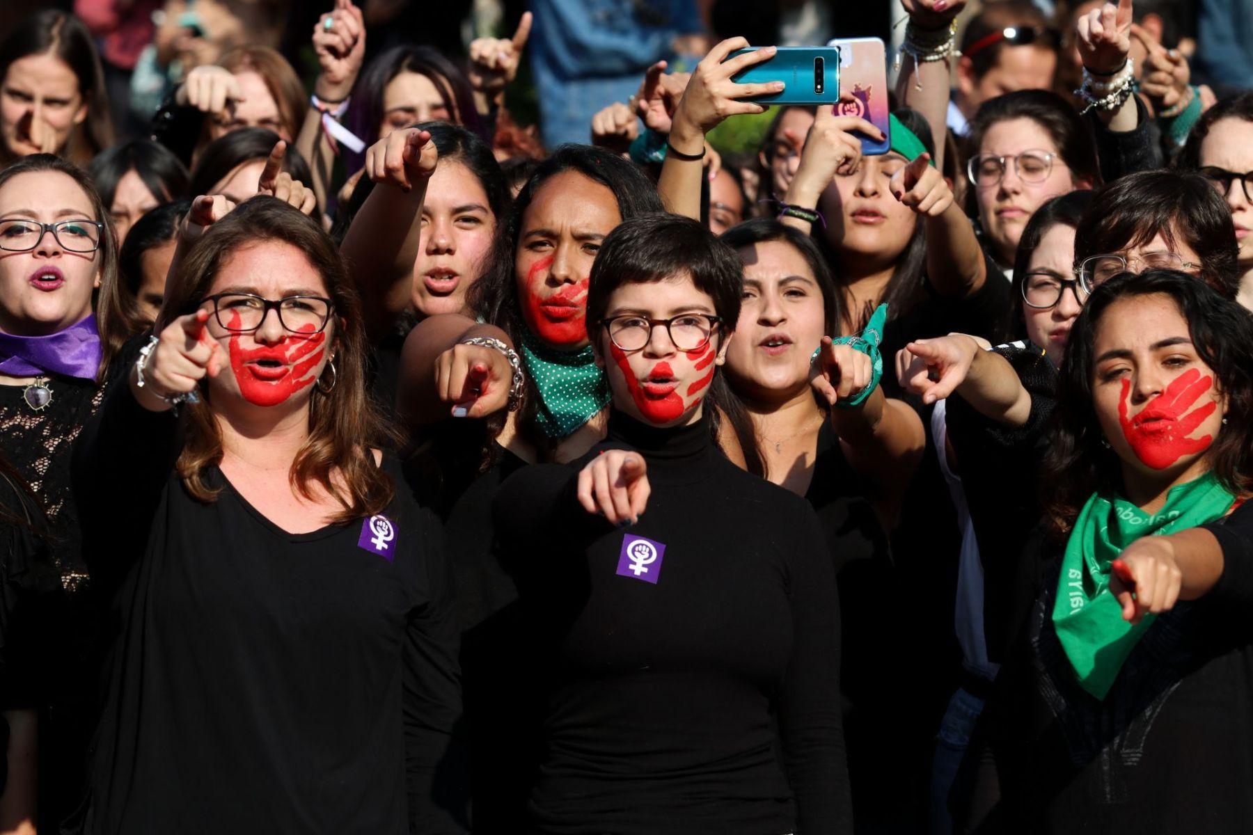 Mexicanas protestaron en contra de los feminicidios con un paro nacional de 24 horas