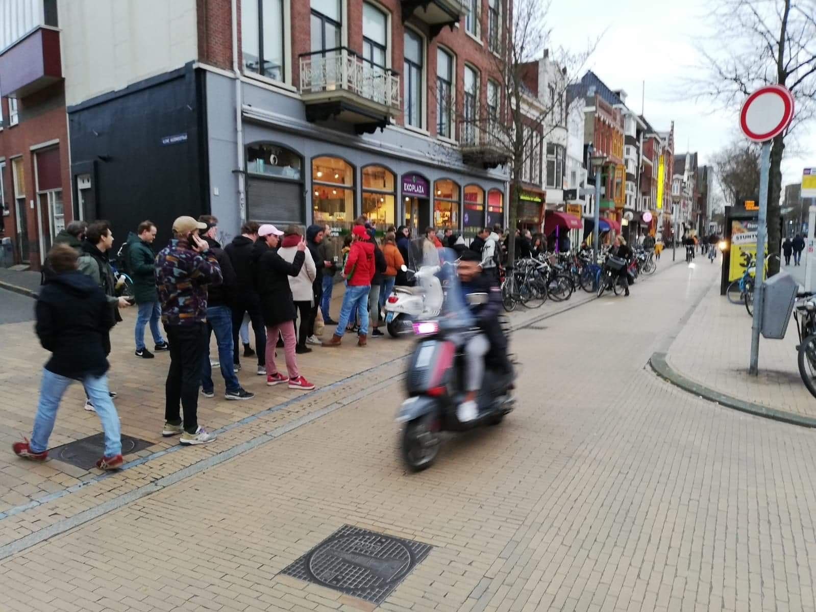 Holanda: Largas filas para comprar marihuana en todo el país ante cuarentena de 2 meses