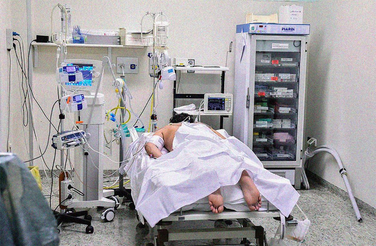 """La técnica """"boca abajo"""" que está ayudando los pacientes de COVID-19 a salvar sus vidas"""