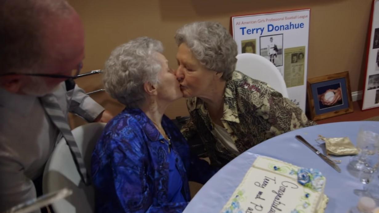 """""""A Secret Love"""": Netflix cuenta la historia de amor lésbica que estuvo en secreto por más de 65 años"""