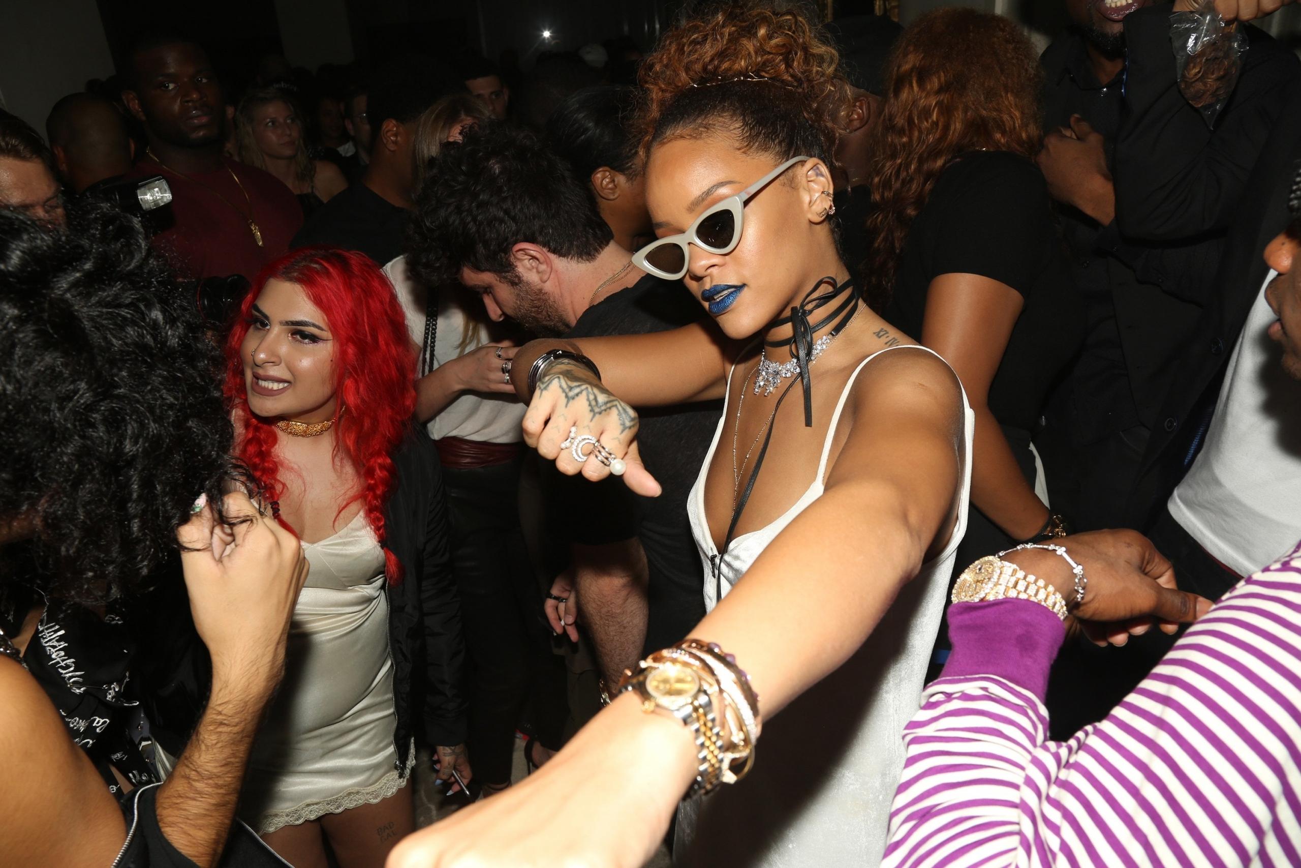Rihanna tiene una fiesta en Instagram Live esta noche, y todos están invitados