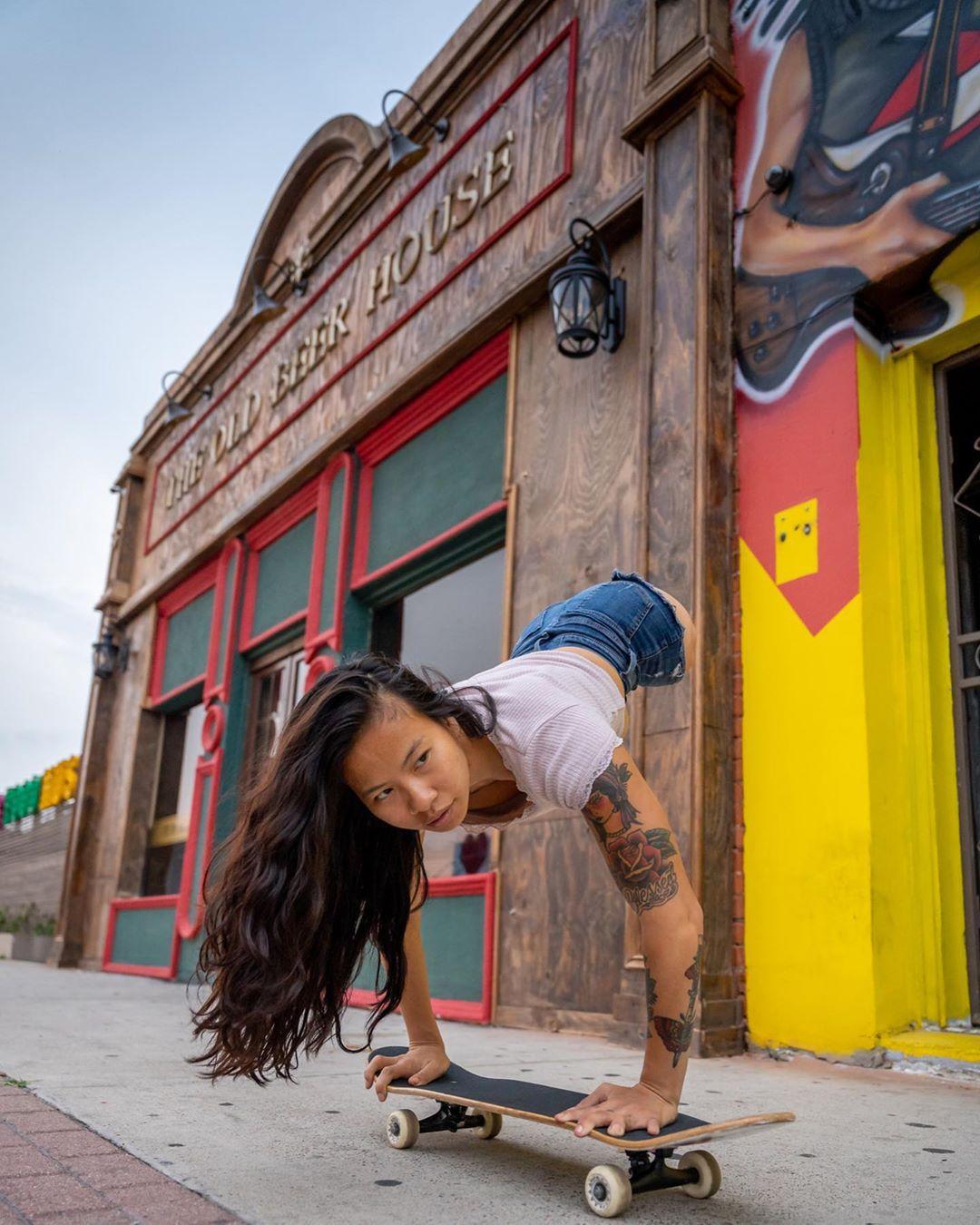 """Conoce a Kanya Sesser, la skater, modelo y actriz que rompe esquemas con el lema """"sin piernas, sin límites"""""""