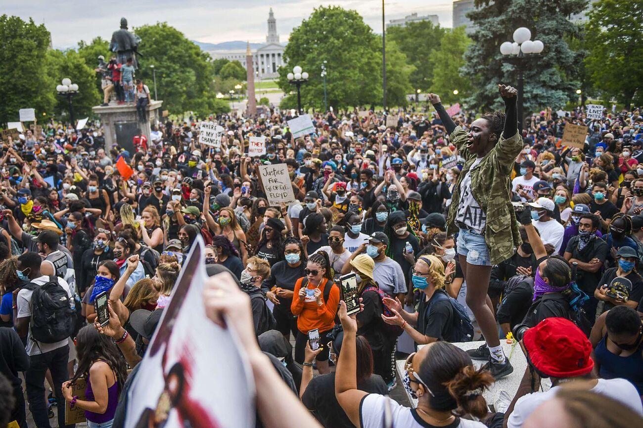 """Autopsia independiente declara como """"homicidio"""" la muerte de George Floyd; más de 5.600 manifestantes detenidos en EE.UU."""