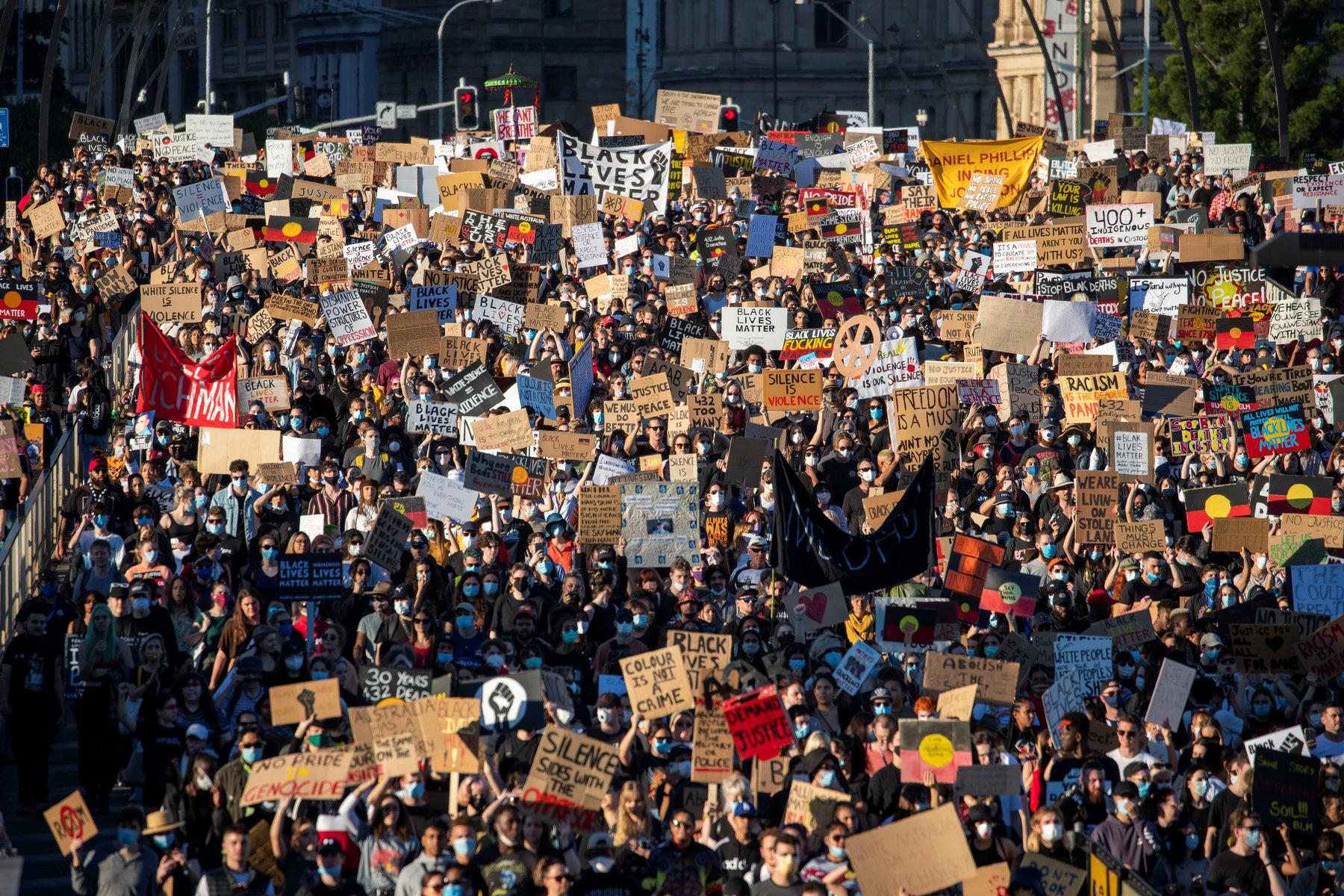 Según expertos, es poco probable una gran ola de contagios por COVID-19 debido a las protestas