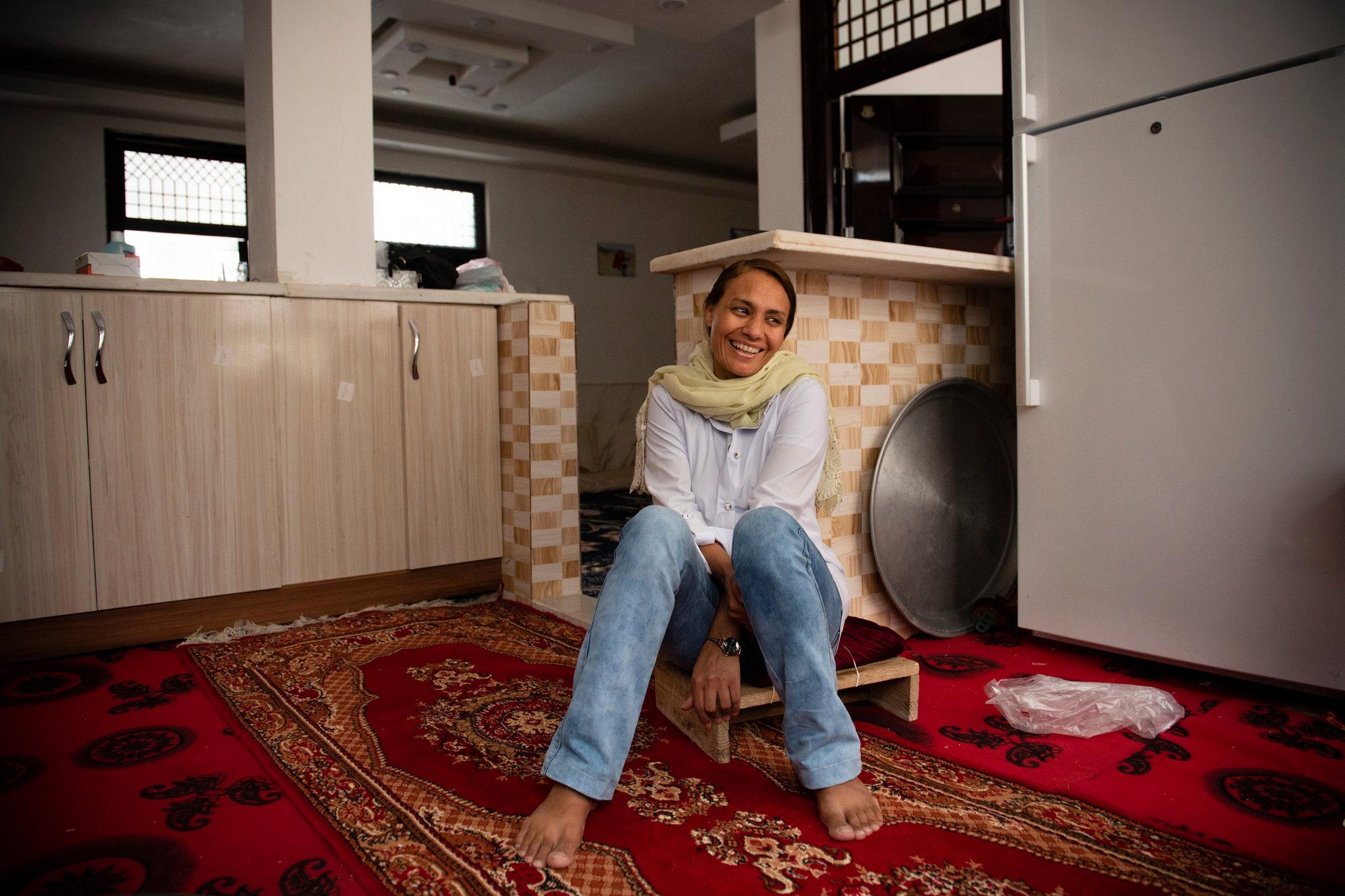 Esta mujer afgana fue encarcelada por matar a su esposo abusivo; ahora, está libre gracias al COVID-19