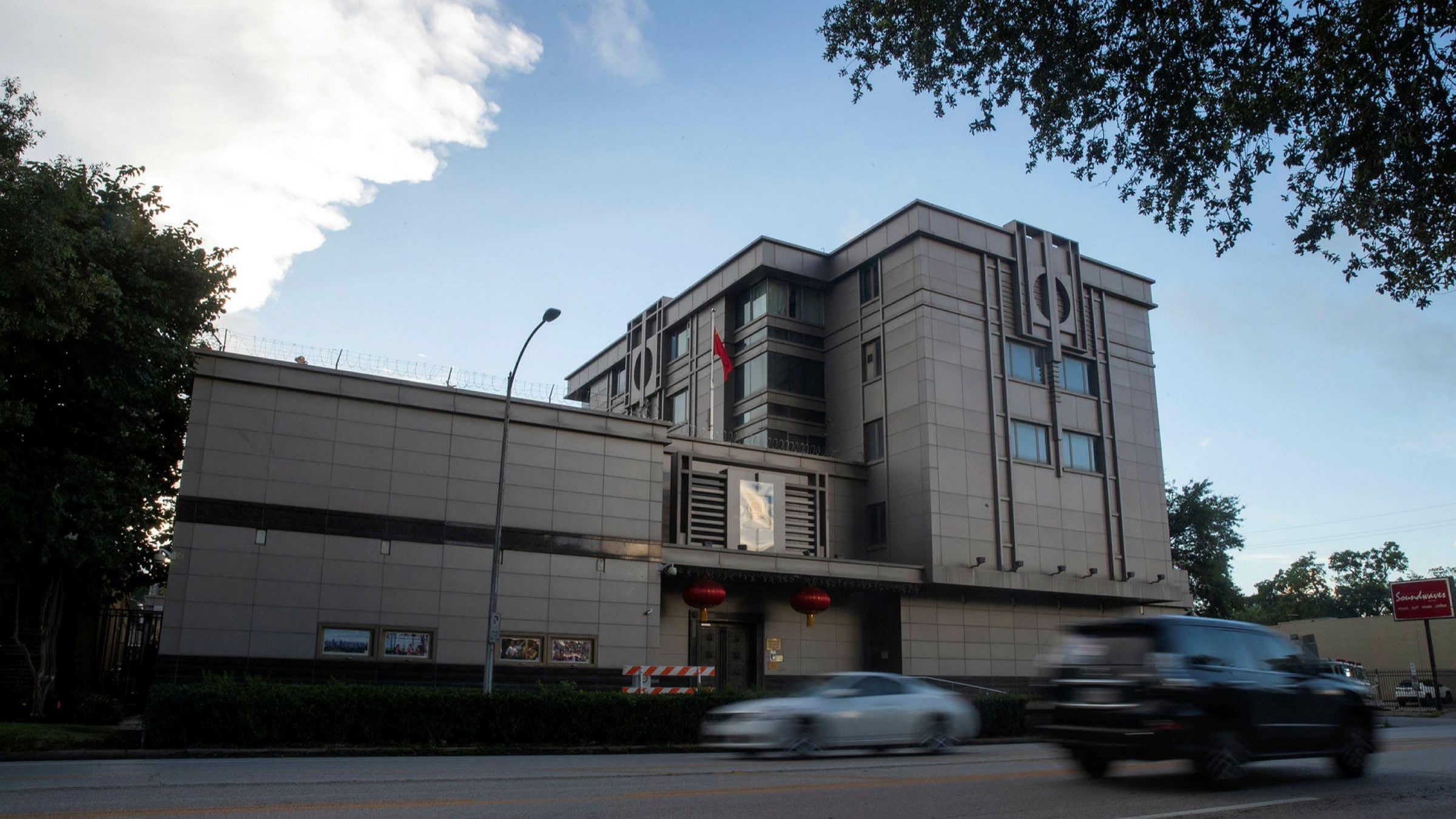 """EE.UU. ordena cierre del consulado de China en Houston por """"espionaje y robo"""""""