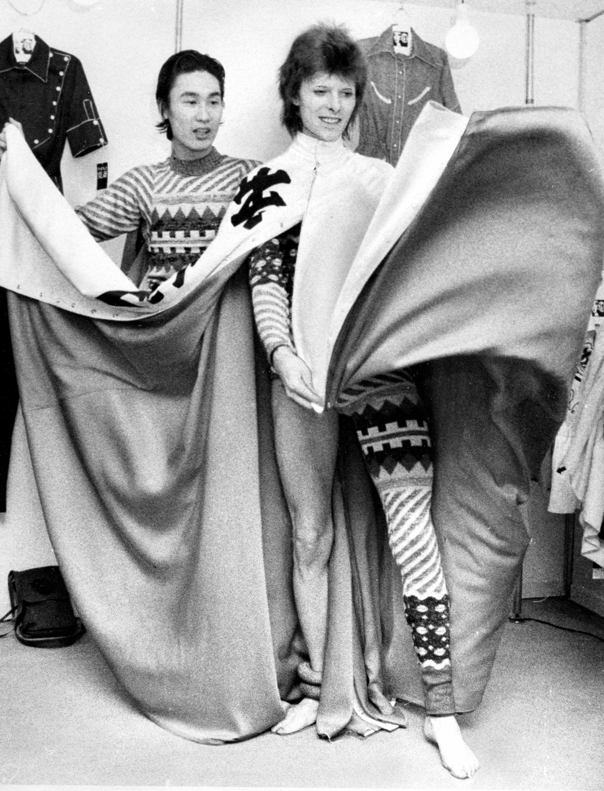 Fallece Kansai Yamamoto: 5 cosas que debes saber sobre el icónico diseñador que convirtió a David Bowie en Ziggy Stardust