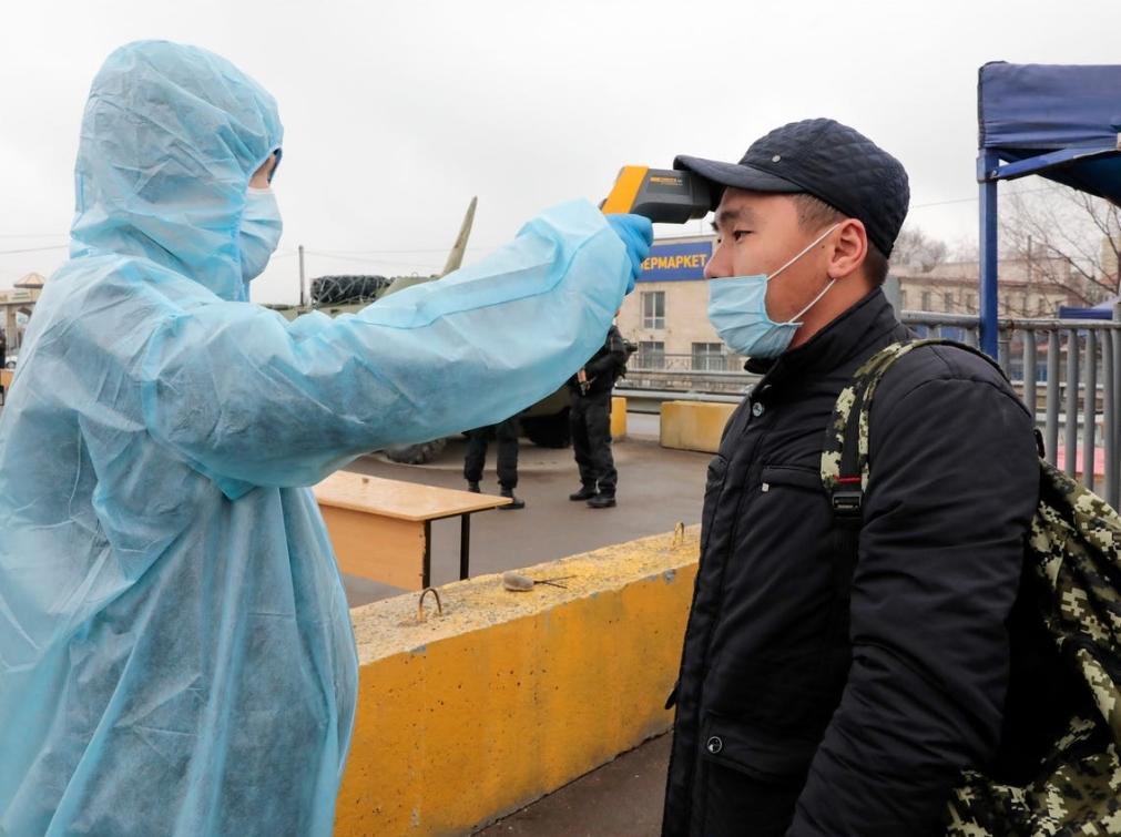 """China y Kazajistán se debaten entre la veracidad de una """"neumonía desconocida"""" más mortal que el coronavirus"""