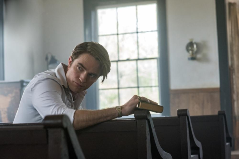 """Netflix publicó las primeras imágenes de """"The Devil All the Time"""" con Robert Pattinson y Tom Holland"""