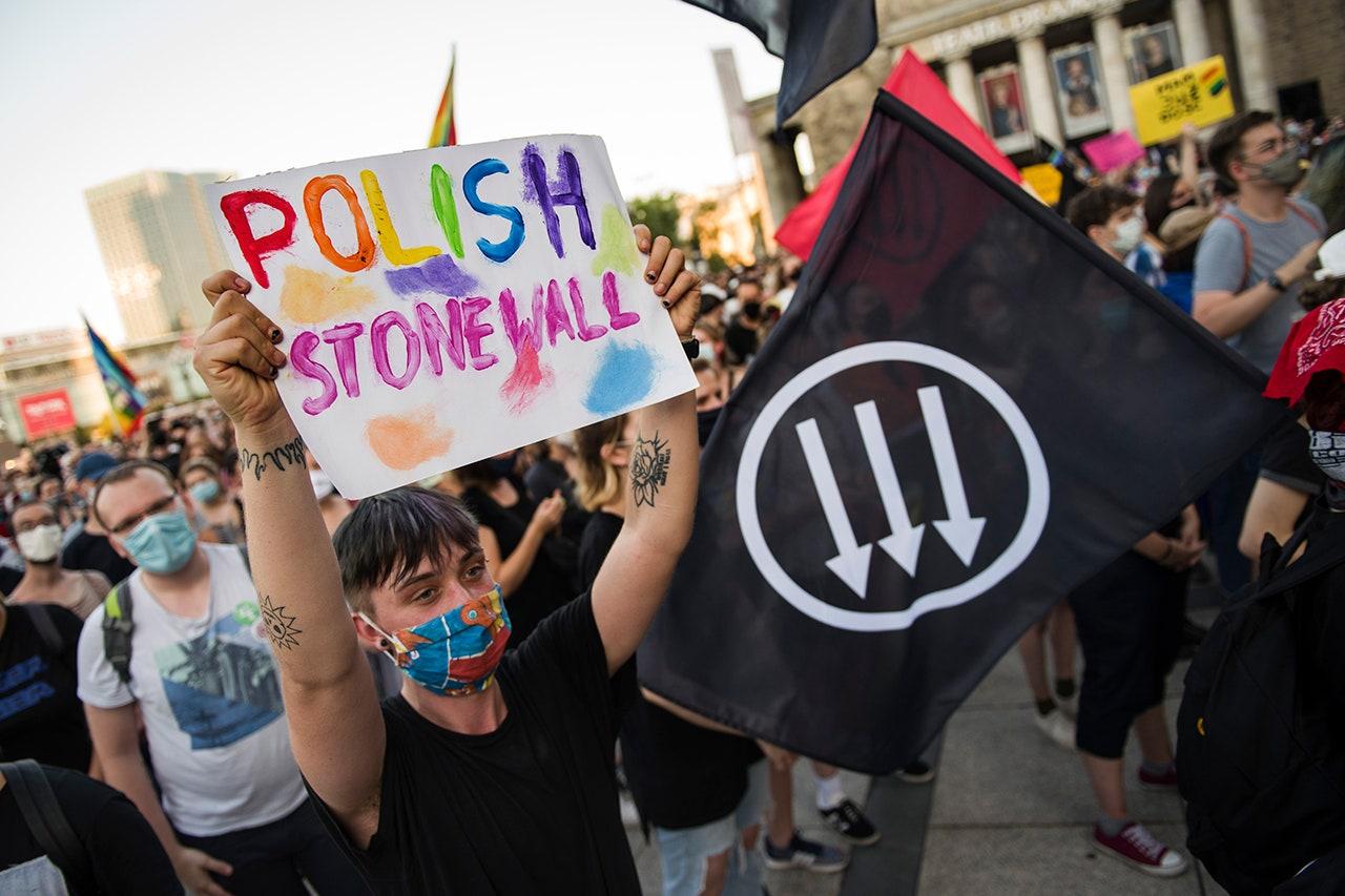 """50 países firman carta pidiendo el fin de las """"zonas libres de LGBT"""" de Polonia"""