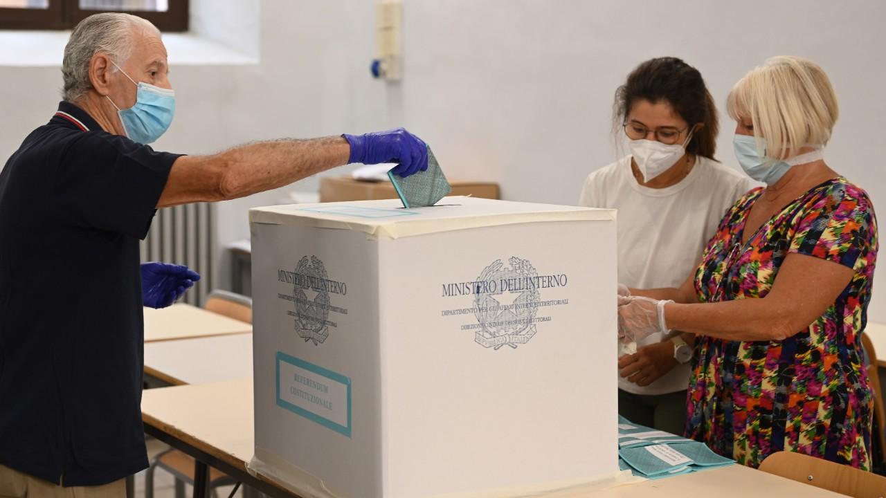 Coronavirus: Italia aprueba referéndum para reducir número de parlamentarios; Reino Unido podría registrar 50.000 casos diarios durante el invierno