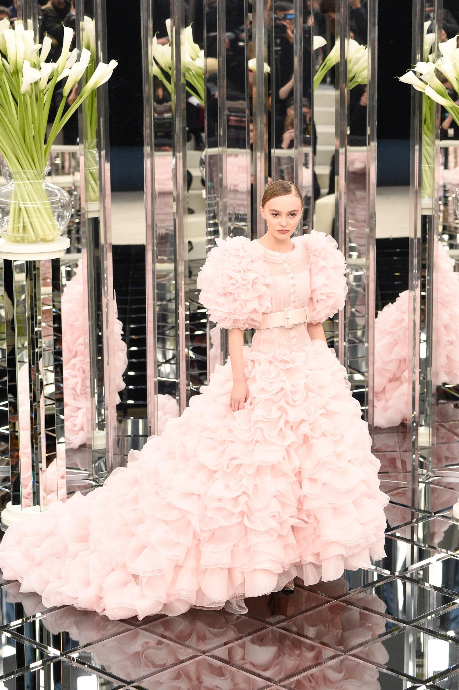 """10 looks de Lily-Rose Depp que la convierten en la """"it girl"""" del fashion"""