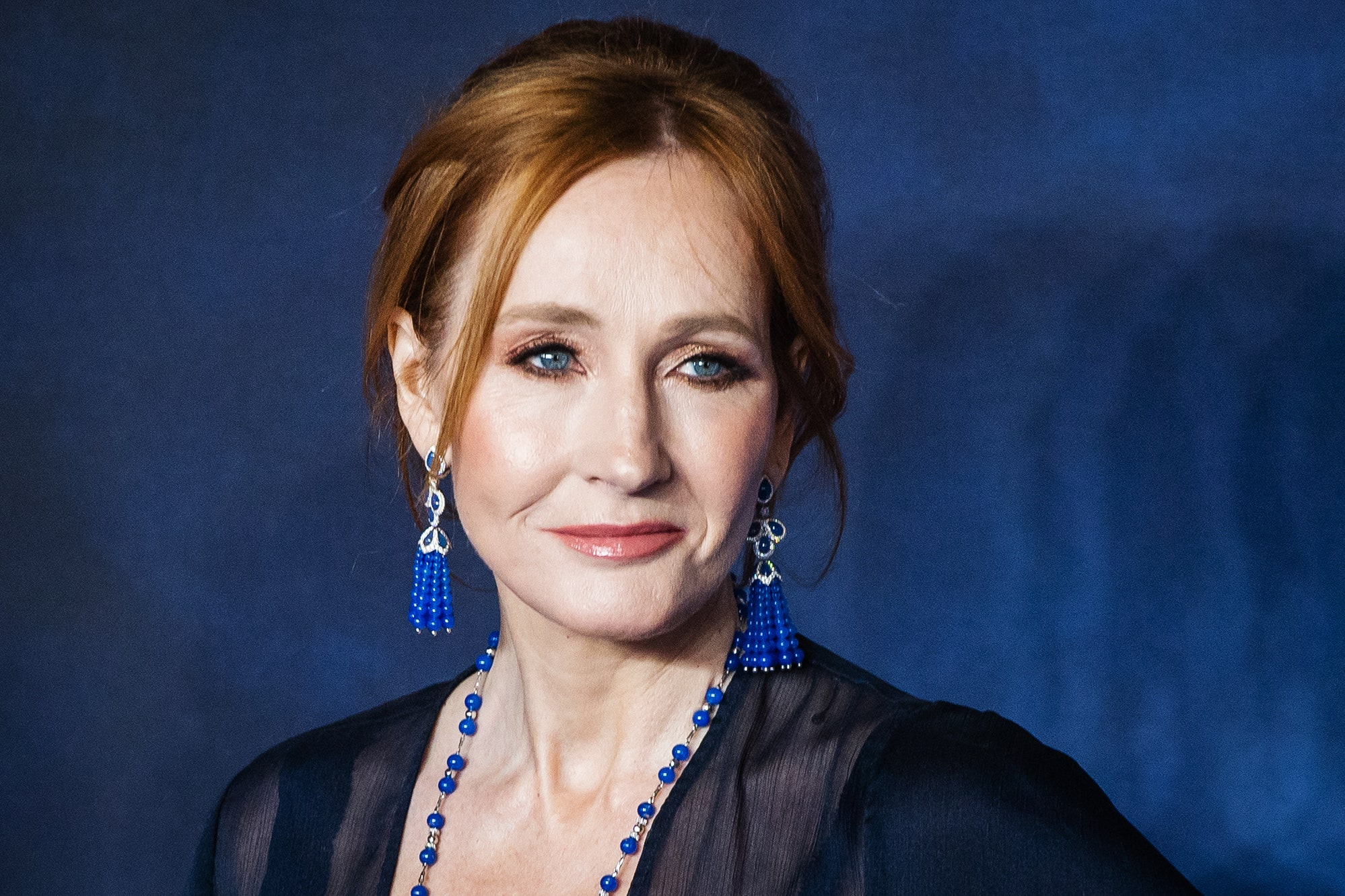 "#RIPJKRowling: La autora de ""Harry Potter"" desata la controversia al lanzar un libro sobre un ""travesti asesino de mujeres"""