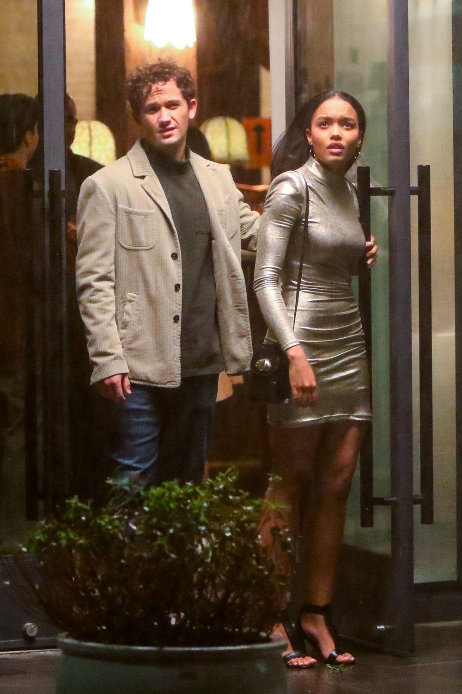 """Eli Brown y Whitney Peak en el rosaje de """"Gossip Girl"""". Fotografía: José Pérez/Bauer Griffin/Getty"""