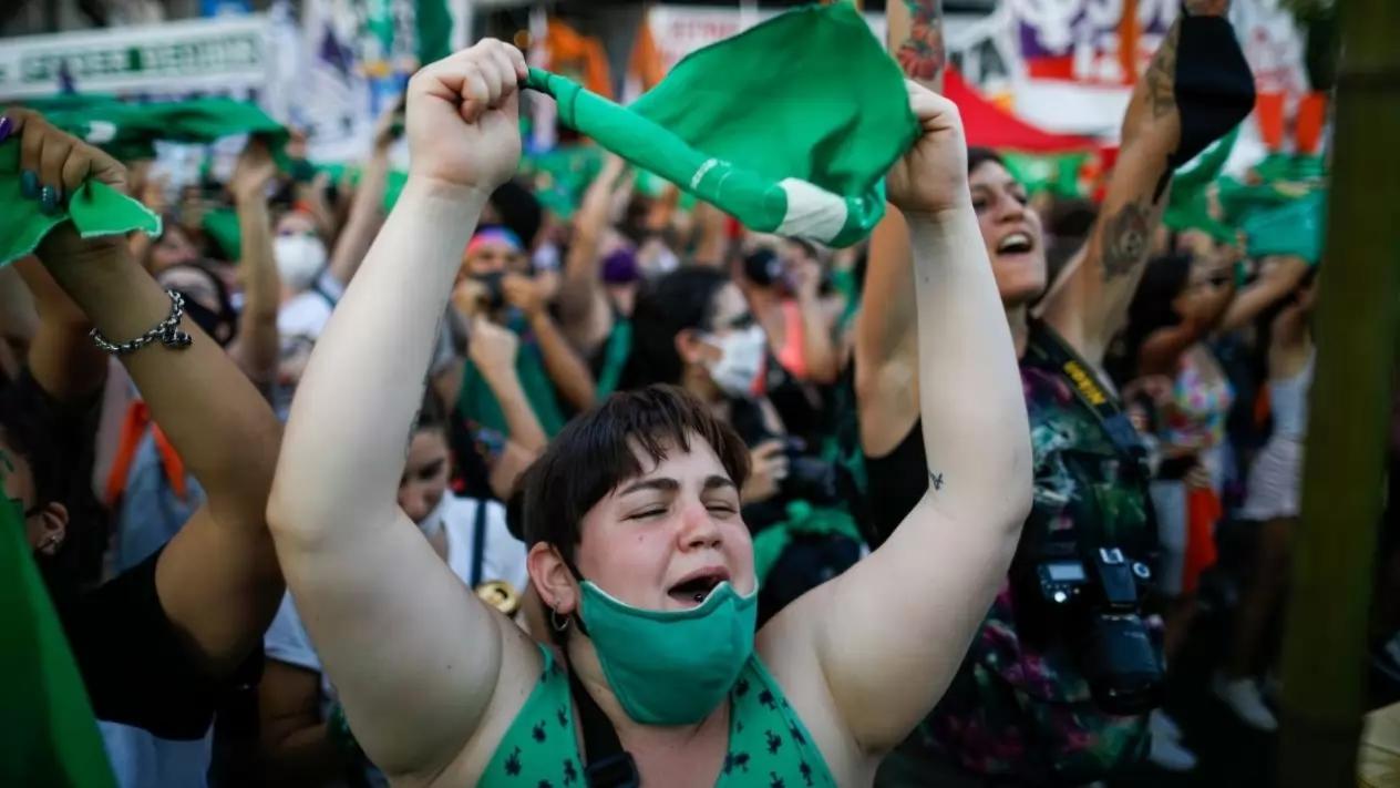 ¡Histórico! El Senado de Argentina aprobó la legalización del aborto