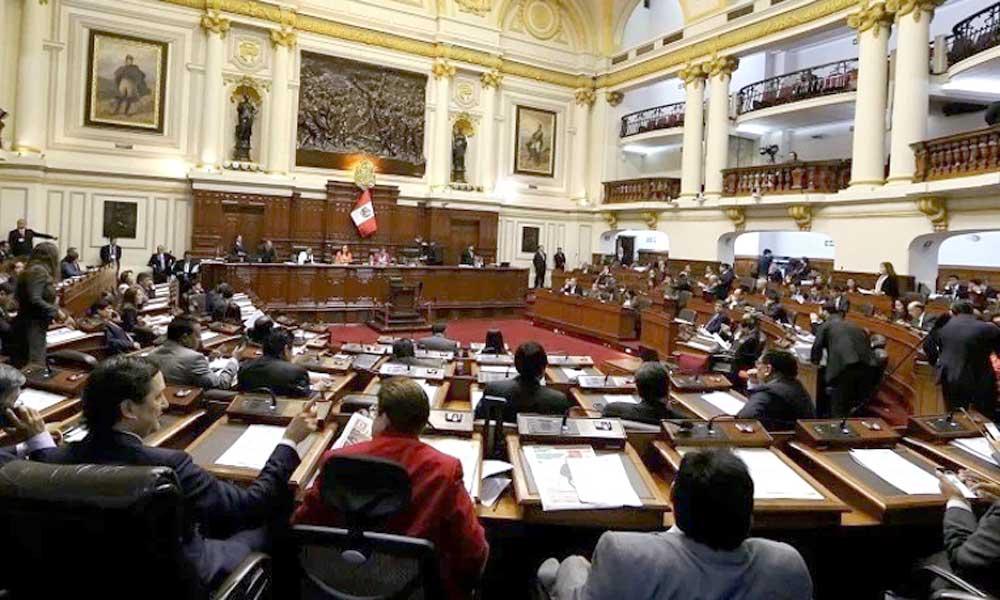 Perú: Congreso promueve proyecto de ley para cambiar la Constitución del país
