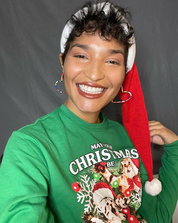 """Conoce """"Transanta"""", el regalo de Indya Moore para la comunidad trans y no binaria para esta navidad"""